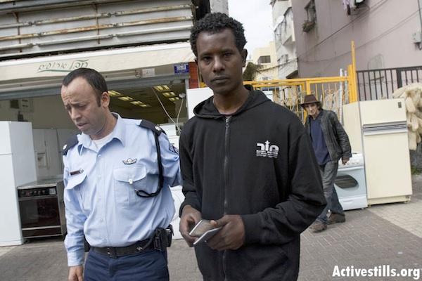 Immigration police arresting an Eritrean refugee, Tel Aviv, Israel, 2/3/2008 (Oren Ziv/Activestills.org)