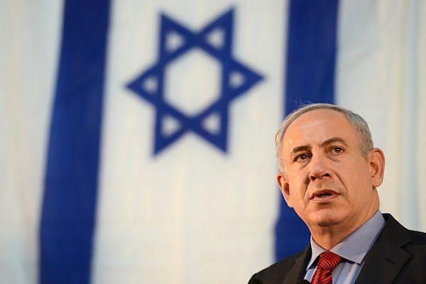 Prime Minister Benjamin Netanyahu in front of an Israeli flag (Kobi Gideon/GPO)