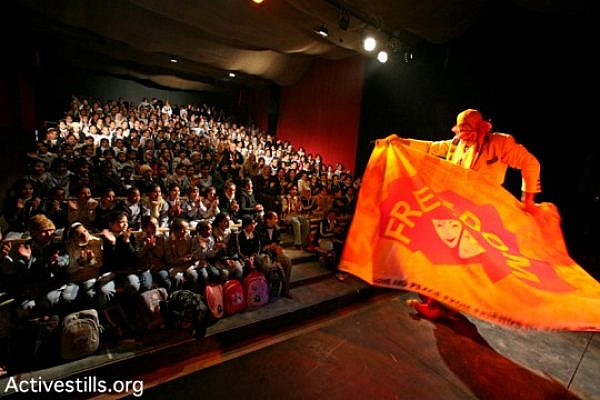 The Jenin Freedom Theater in a preformance for kids (Keren Manor / Activestills)