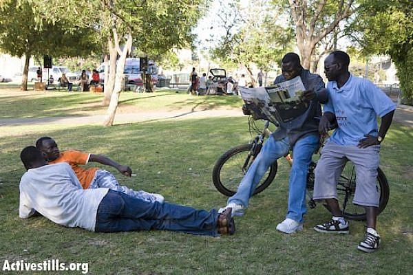 African asylum seekers in south Tel Aviv's Levinsky Park, June 20, 2008 (Photo: Keren Manor/Activestills.org)