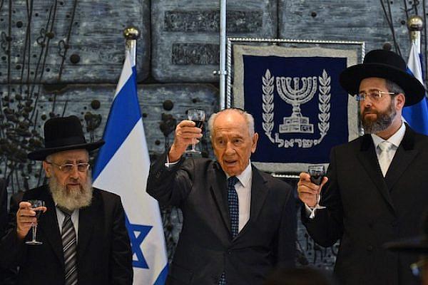 President Shimon Peres toasts to newly-elected Ashkenazi Rabbi David Lau and newly-elected Sephardi Rabbi Yitzhak Yosef. (photo: Kobi Gideon/GPO)
