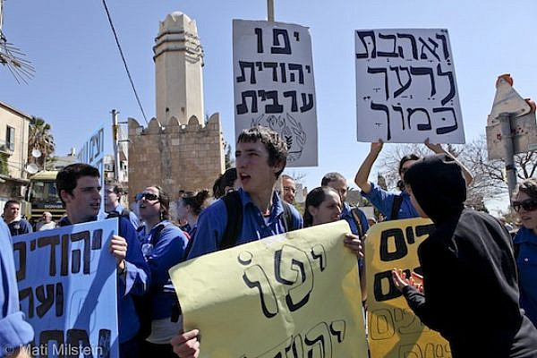 Israeli scouts protest against a far-right demonstration in Jaffa. (photo: Mati Milstein)