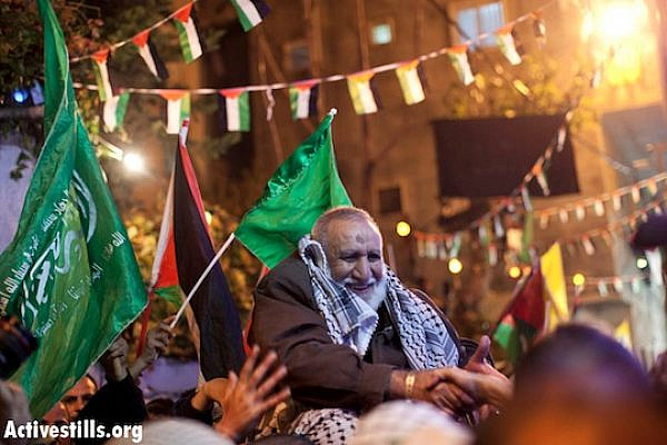 Family and friends of the Dahadgni family celebrate the release of Abu Naser Dahadgni in Shuafat refugee camp, East Jerusalem , December 31, 2013. (Activestills.org)