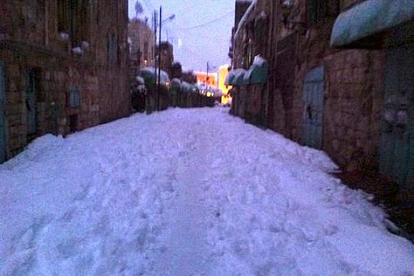 Shuhada Street in Hebron under snow, Dec 14, 2013 (Photo: Issa Amro)