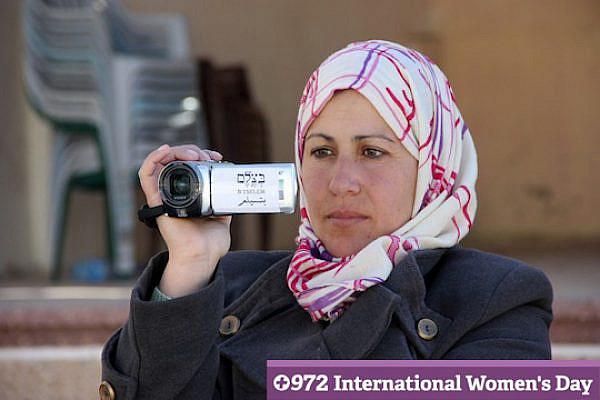Wadian Umran films in Hebron. (photo: B'Tselem)