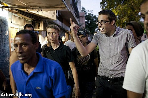 Israeli nationalists protest against an African asylum seeker aid organization. (photo: Activestills.org)