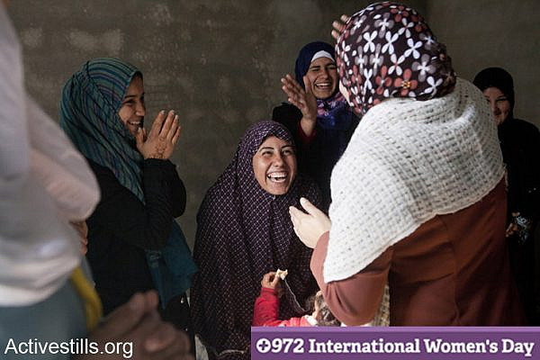 Women, many of whom were affected by the Israeli attack, after a psycho-social group session in a private home in Beit Lahiya. Gaza Strip, February 18, 2013. (Activestills.org)