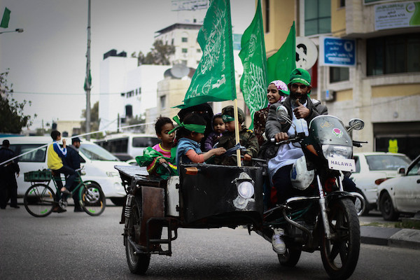 A Hamas supporter in Gaza City, March 23, 2014. (Basel Yazouri/Activestills.org)
