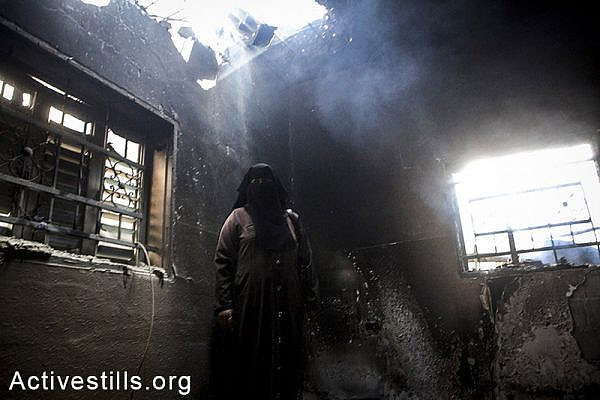 Damages can been seen inside the burned home of Fares Abu Teir following Israeli attacks on Abasan village, East of Khan Yunis, July 27, 2014. During the ceasefire on 26 July, many Palestinians went back to Abasan to inspect the damages together with medics who attempted to rescue injured or collect bodies.  Israeli attacks have killed more than 1,000 Palestinians and injured around 5,000 in the current offensive.