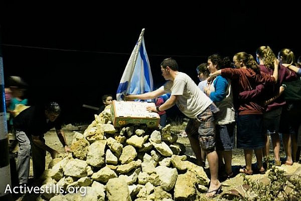 Israeli settlers near the site where the bodies of the three abducted teens where found (photo: Activestills.com)