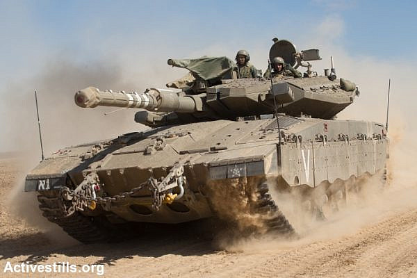 An Israeli tank on the border with Gaza. (photo: Activestills.org)