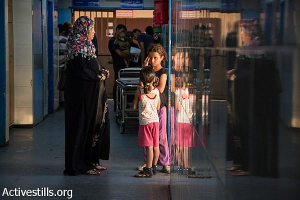Al-Shifa Hospital in Gaza weeks into Operation Protective Edge, on August 9, 2014. (Basel Yazouri/Activestills.org)