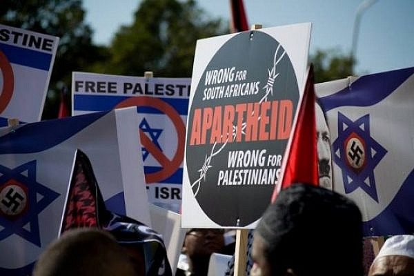 South Africans march in solidarity with Gaza, in Cape Town, South Africa, on August 9, 2014. Some contend that this was the biggest protest in South African history with estimates ranging from 10,000s to 100,000 (photo: Marwaan Britow)