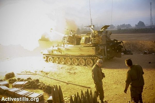 An Israeli artillery fires a shell towards the Gaza Strip from a position near Israel's border with the Gaza. (photo: Activestills.org)