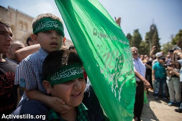 Palestinians gather during a rally supporting the resistance in Gaza following Friday prayers in Al Aqsa Mosque in Jerusalem's Old City, three days after a deal was signed by Israel and Hamas ending a 50-day war, Jerusalem, August 29, 2014. (photo: Activestills)