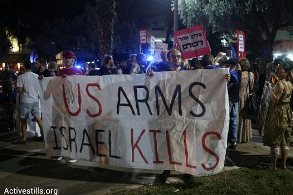 Israelis in Tel Aviv protest against Israel's assault on Gaza, calling for a ceasefire and an end to the blockade of the Strip, Tel Aviv, August 23, 2014. (Photo: Activestills)