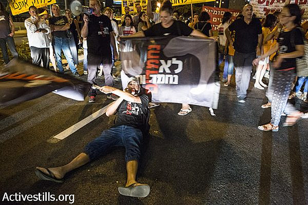 Demonstrators blocking the road in the entrance to the neigborhood. (Keren Manor/Activestills)