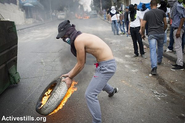Rioting and clashes in Wadi Joz following the funeral of Muhammad Sunuqrut, East Jerusalem, September 8, 2014. (Photo: Oren Ziv/Activestills.org)