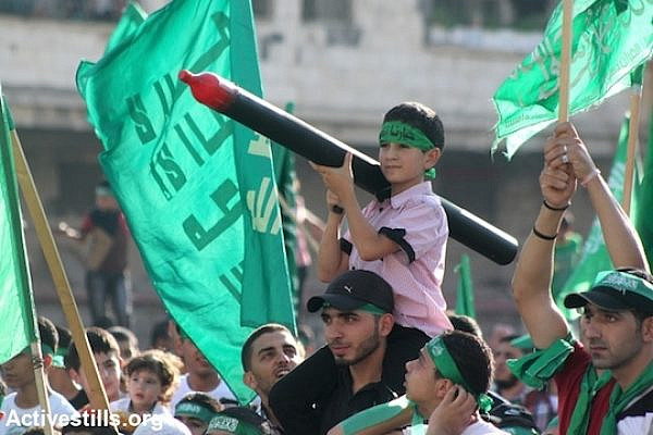 Palestinians in the West Bank city of Nablus demonstrate their support for Hamas resistance in Gaza Strip three days after a deal signed by Israel and Hamas ended a 50-day Israeli attack, August 29, 2014. (Photo: Ahmad Al-Bazz/Activestills.org)