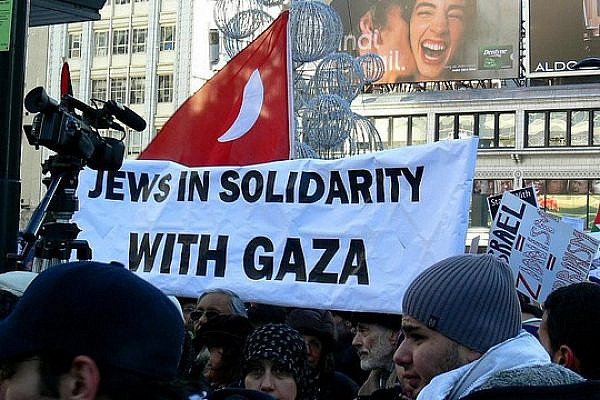 Toronto protests against Israeli assault on Gaza (Photo: Tania Liu/Flickr CC BY-ND 2.0)
