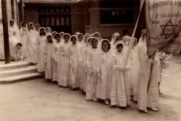 Egyptian Alexandria Jewish girls during Bat Mitzvah. (photo: Nebi Daniel Association public photo collection / Maurice Studio CC BY 3.0)