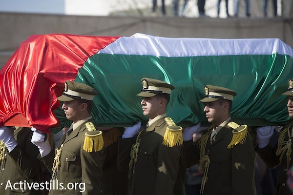 Palestinian Authority soldiers carry the coffin of PA minister Ziad Abu Ein during his funeral procession, Ramallah, December 11, 2014. (photo: Oren Ziv/Activestills.org)