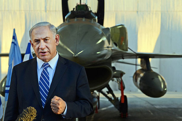 Prime Minister Benjamin Netanyahu at the Israeli Air Force pilots' course graduation ceremony, June 26, 2014. (Photo by Haim Zach/GPO)