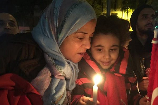 A Muslim woman and her daughter attend the vigil in honor of Yoav Hattab, Tunis, January 17, 2015. (photo: Houda Mzioudet)