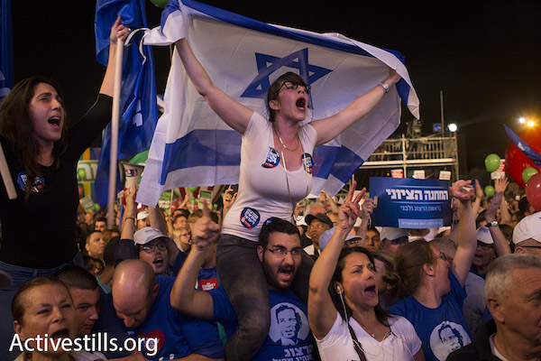 Supporters of Labor and Tzipi Livni's 'Zionist Camp' at a rally calling to oust Prime Minister Netanyahu, Rabin Square, Tel Aviv, March 7, 2015. (Photo by Oren Ziv/Activestills.org)
