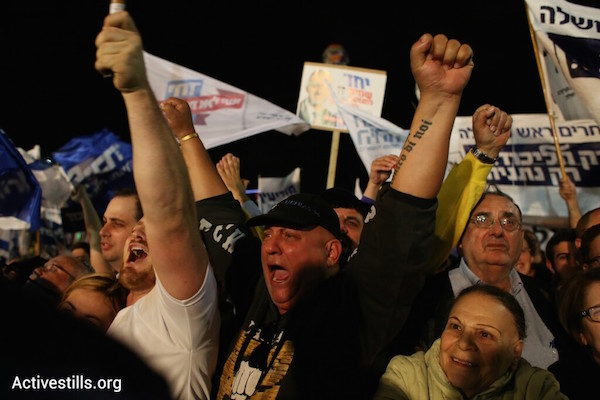 Israelis cheer at a right-wing election rally in Tel Aviv's Rabin Square, March 15, 2015. (Oren Ziv/Activestills.org)