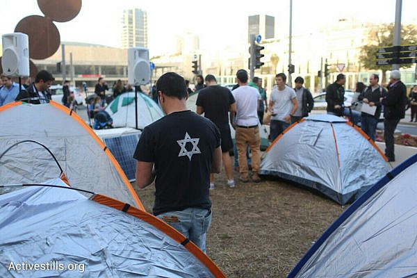 Activists re-establish the protest tent on Rothschild Boulevard, three years after the 2011 social protest movement. (photo: Oren Ziv/Activestills.org)