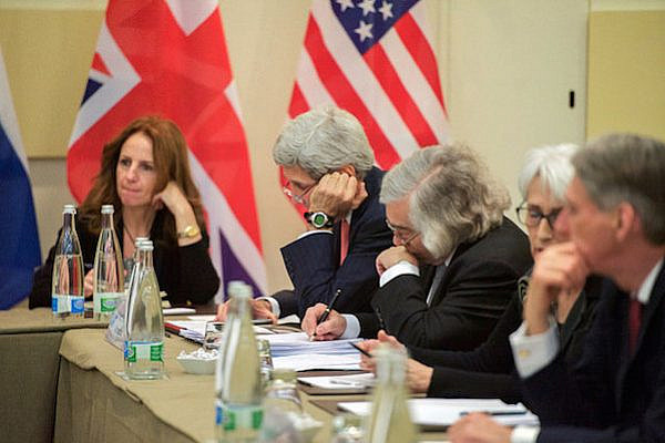 Secretaries Kerry, Moniz Jot Down Notes Before P5+1 Strategic Session About Ongoing Iranian Nuclear Negotiations in Switzerland, March 30, 2015. (State Dept. photo)
