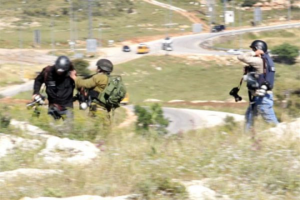 IDF soldier attacks photojournalists in Nabi Saleh, April 24, 2015. (Screenshot: Miki Kratsman/Activestills.org)