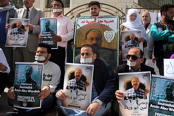 Palestinian journalists and activists protest in front of the Red Cross offices in the city of Nablus, against Israel's administrative detention of the Palestinian journalist Amin Abu Wardeh, Nablus, West Bank, April 21, 2015. Amin was one of 27 Palestinian civilians who were arrested by Israeli forces at the early morning of April 15, 2015. (Ahmad al-Bazz / Activestills.org)