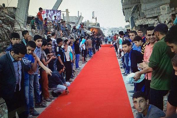 Attendees line the red carpet at the Karama Gaza Film Festival in the Shujaiyeh neighborhood of Gaza City, May 13, 2015. (Photo by Dan Cohen)