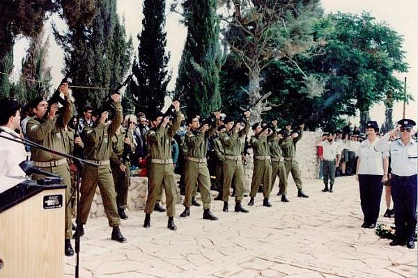 An IDF Memorial Day service (Wikicommons)
