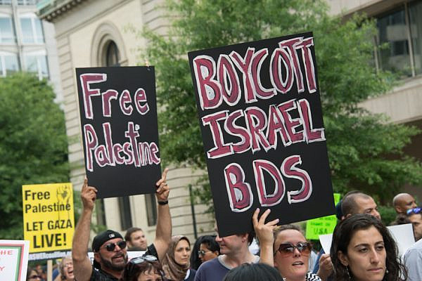 Protesters hold signs calling for boycott, divestment and sanctions (BDS) during a Washington, D.C., protest against Israel's offensive on Gaza, August 2, 2014. (photo: Ryan Rodrick Beiler/Activestills.org)