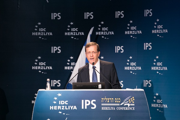 Opposition leader Isaac Herzog addresses the annual Herzliya Conference, June 7, 2015. (photo: Erez Harodi/Herzliya Conference)