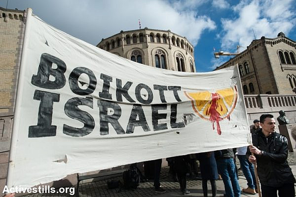 "Solidarity activists hold a banner reading ""Boycott Israel"" during a protest in front of the Norwegian Parliament building, Stortinget, Oslo, March 30, 2015. (photo: Ryan Rodrick Beiler/Activestills.org)"