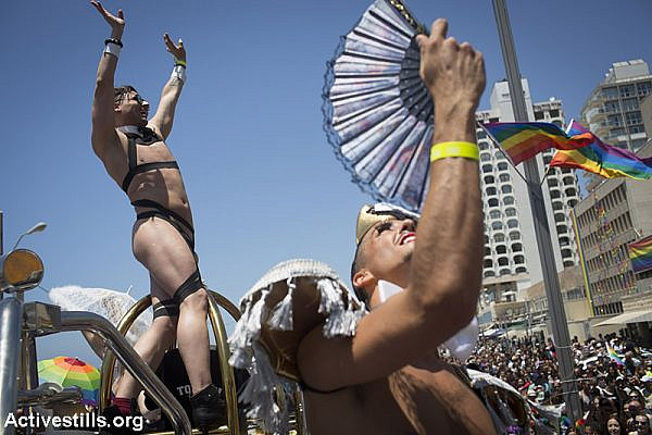 Israelis take part in the annual pride parade in Tel Aviv, June 12, 2015. (Activestills.org)