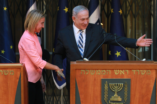 Benjamin Netanyahu greets EU Foreign Policy chief Federica Mogherini in Jerusalem, May 20, 2015. (EU photo)
