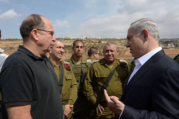 Prime Minister Benjamin Netanyahu (R) visits the West Bank with Defense Minister Moshe Ya'alon (L) and IDF Chief of Staff Gadi Eizencot (center-right), October 6, 2015. (GPO/Amos Ben-Gershon)
