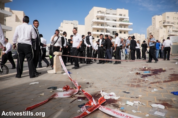 Israeli Jews at the scene of an attempted stabbing in Beit Shemesh, outside of Jerusalem, October 22, 2015. The two suspected Palestinian attackers were shot by Israeli police. (Yotam Ronen/Activestills.org)