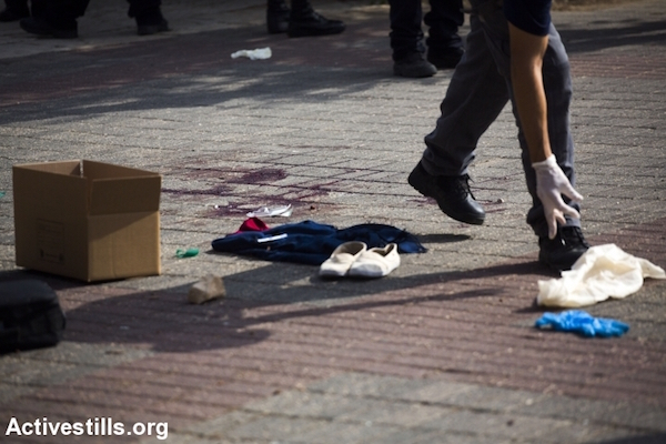 Israeli police at the scene of a stabbing attack near a Police station in East Jerusalem, October 12, 2015. A Palestinian teenager was shot and seriously injured after she allegedly carried out an attack that wounded two Israelis. (Anne Paq/Activestills.org)