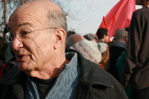 Yossi Sarid at a Sheikh Jarrah solidarity protest, January 22, 2010. (Photo by Lisa Goldman)