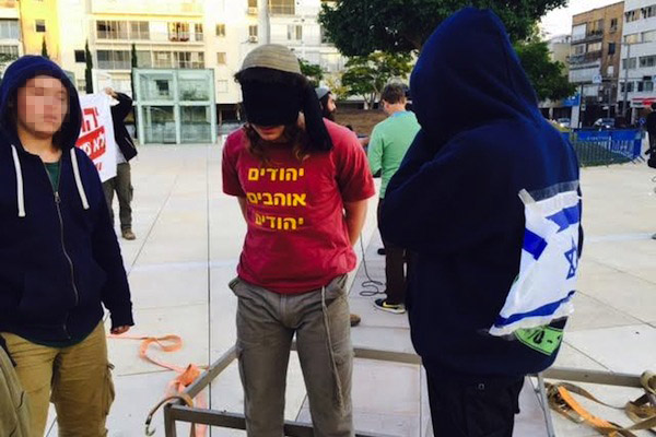 Hilltop youth settlers protest the torture of Jewish minors by the Shin Bet, central Tel Aviv, December 23, 2015. (photo: Edo Konrad)