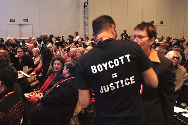 Supporters of academic boycott during the annual business meeting of the American Anthropological Association in Denver, Colorado, November 21, 2015. (Alex Shams)