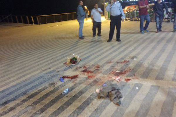 Blood at the scene of a stabbing attack in Jaffa, March 8, 2016. (Yotam Ronen/Activestills.org)