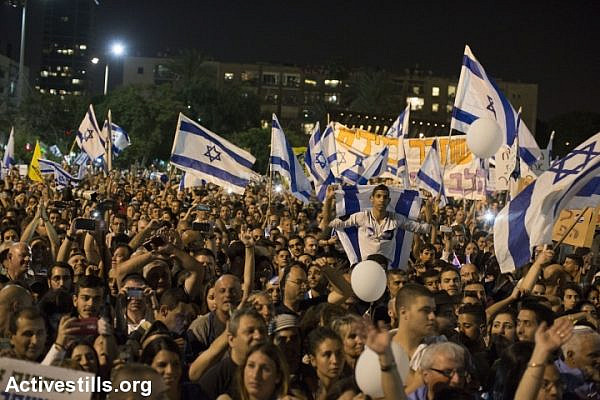 Thousands of Israelis demonstrate in support of Elor Azaria, a soldier who was indicted for shooting an incapacitated Palestinian stabbing suspect, April 19, 2016. (Oren Ziv/Activestills.org)