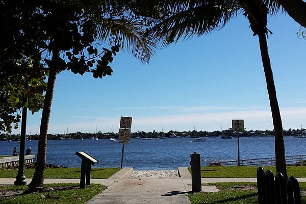 The Intracoastal Waterway (Mya Guarnieri)